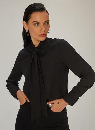 NGSTYLE NGSTYLE Kadın Fular Bağlamalı Gömlek Siyah